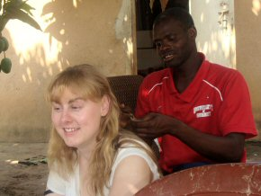 Wandifa has a go at hair braiding!
