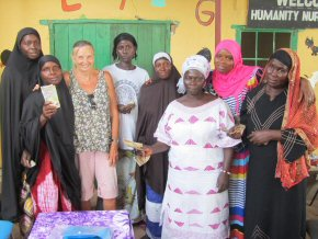 all six ladies with go-between Fatou