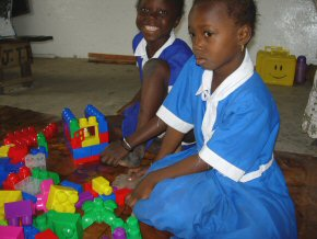 learning to use Duplo bricks (2)
